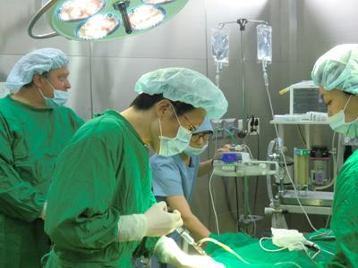 Dr. Kirsten im OP in Tokio, Japan